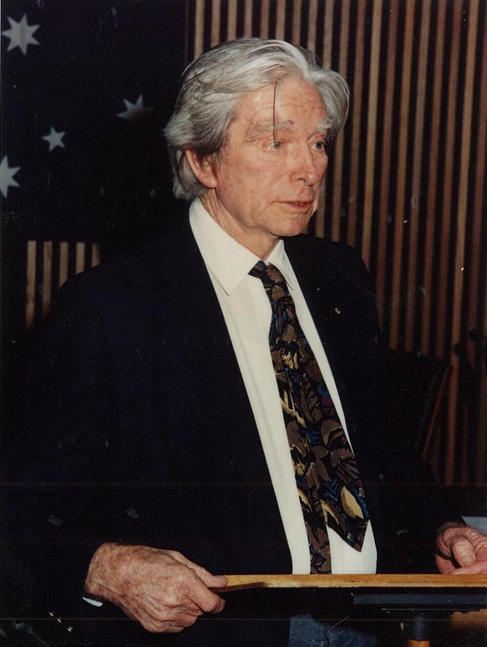 Roland Robinson (1912-1992) receiving Freeman of the City of Lake Macquarie, in 1991
