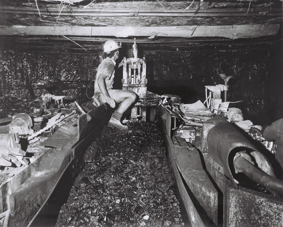 Rodney Ayton bolting skelp at face, John Darling Colliery. Centre bolt being installed, other bolts in the skelp are already installed.
