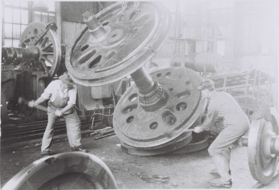 Workers removing a tyre from a C38 class wheelset,