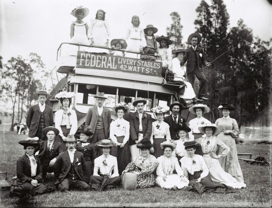 Horse drawn omnibus which often took picnic parties from Newcastle to Speers Point